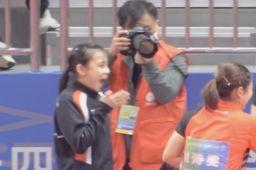 港队选手和刘诗雯握手后的反应