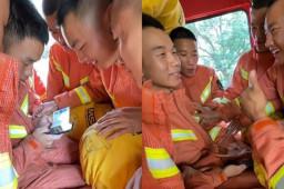 消防员查高考成绩队友紧张围观